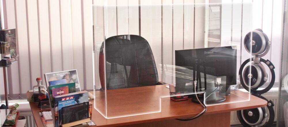 osłona z pleksi na ladę, biurko